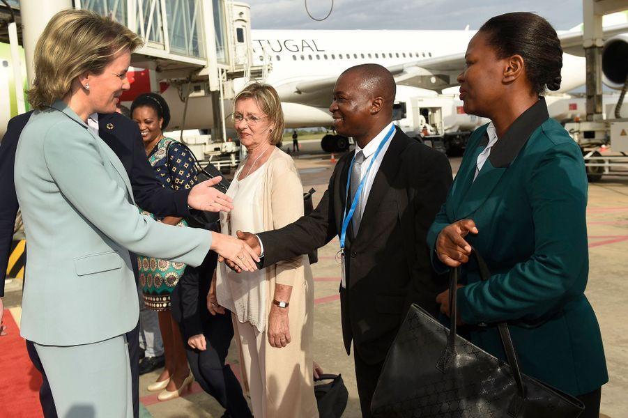 La reine des Belges Mathilde à son arrivée à Maputo au Mozambique, le 4 février 2019