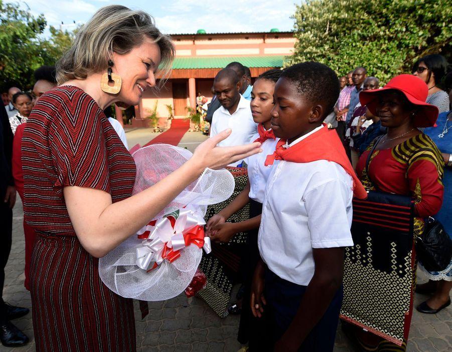 La reine des Belges Mathilde à Bilene au Mozambique, le 4 février 2019
