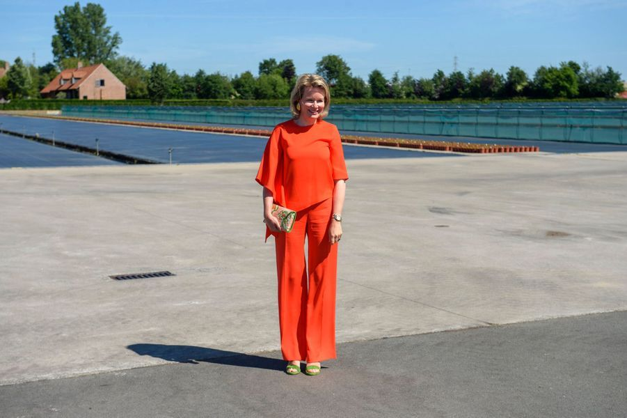 La reine des Belges Mathilde à Oostnieuwkerke, le 28 mai 2020