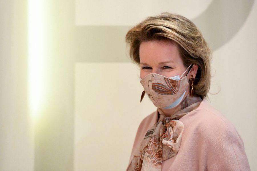 La reine des Belges Mathilde, doublement masquée, à Ypres, le 12 février 2021