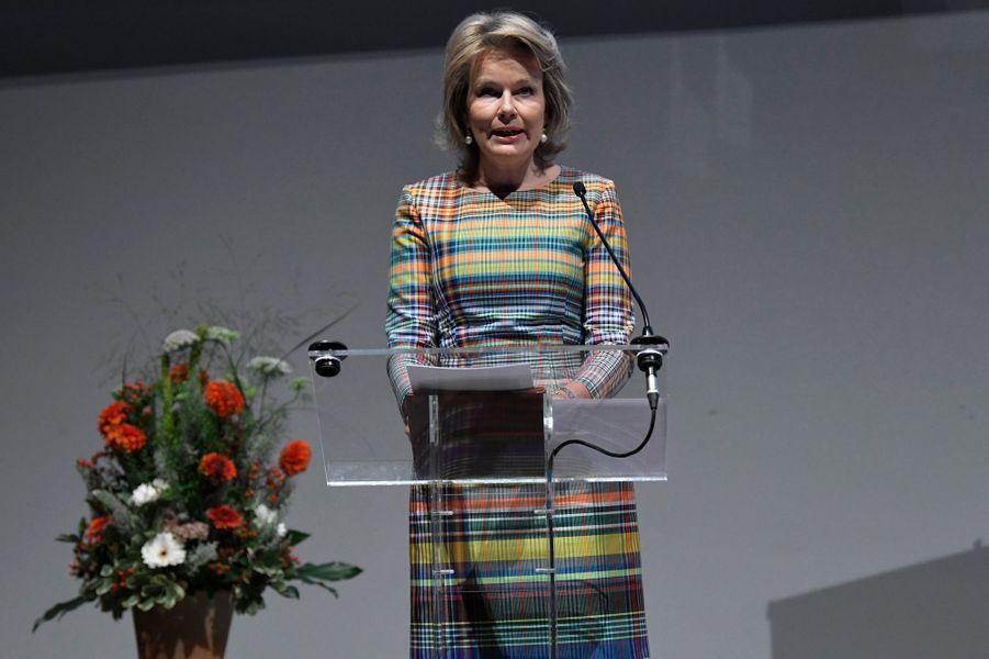 La reine des Belges Mathilde dans une robe Dries Van Noten à Bruxelles, le 13 septembre 2019