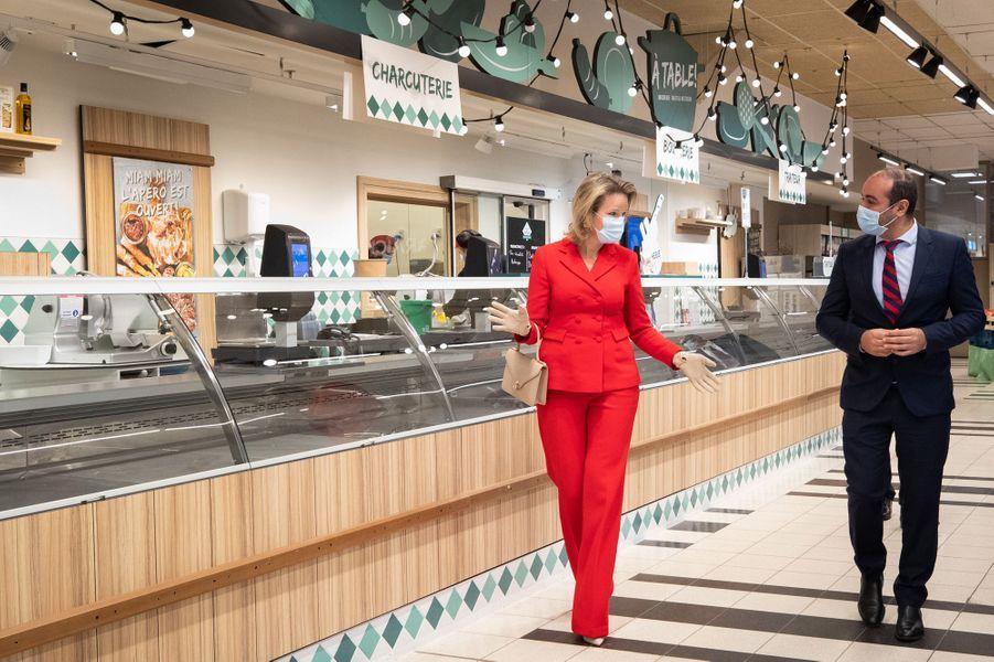 La reine des Belges Mathilde dans un Carrefour Market à Gerpinnes, le 6 mai 2020