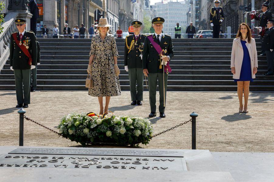 La reine Mathilde et le roi des Belges Philippe à Bruxelles, lors de la cérémonie du 8 mai 2020