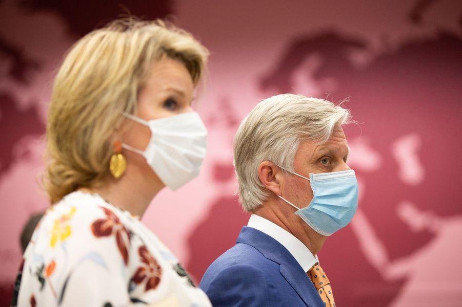 La reine Mathilde et le roi des Belges Philippe en visite à l'Institut de Médecine Tropicale d'Anvers, le 23 juin 2020