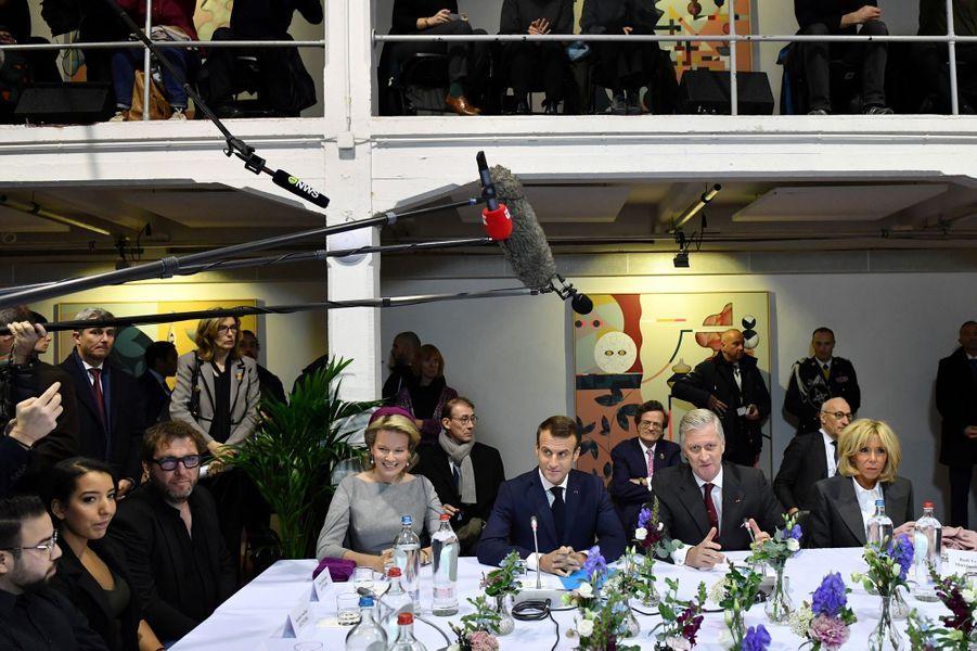 La reine Mathilde et le roi des Belges Philippe avec Brigitte et Emmanuel Macron à Molenbeek, le 20 novembre 2018