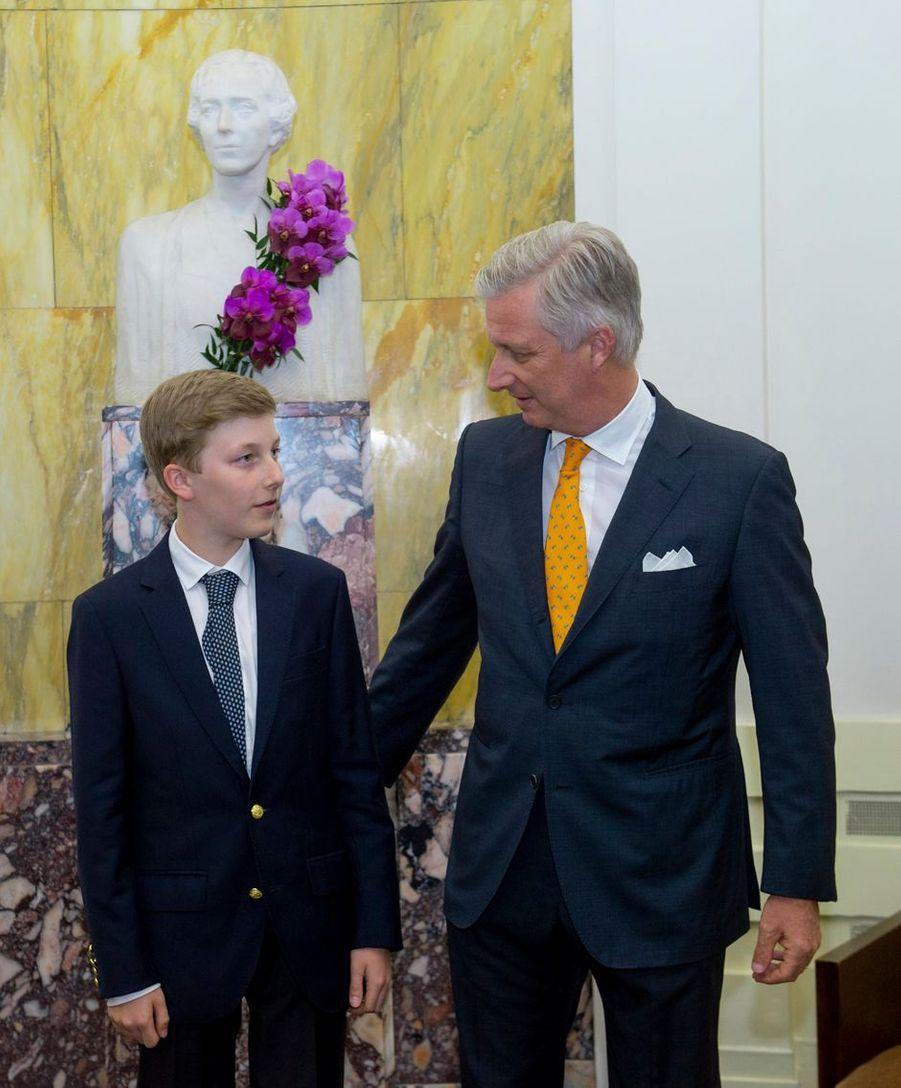 Le roi des Belges Philippe avec le prince Emmanuel à Bruxelles, le 21 mai 2019