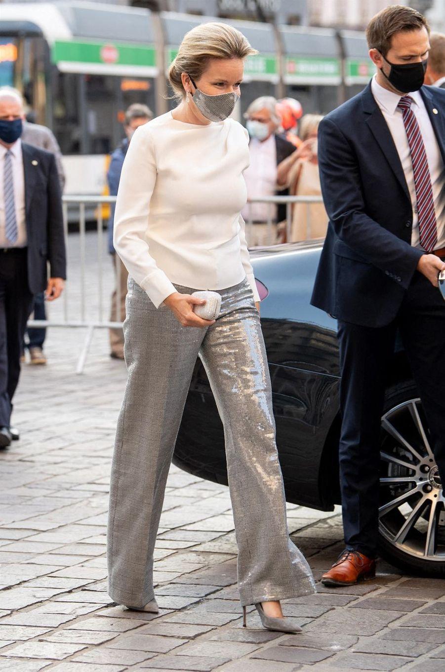 La reine des Belges Mathilde, scintillante, à Gand le 22 septembre 2020