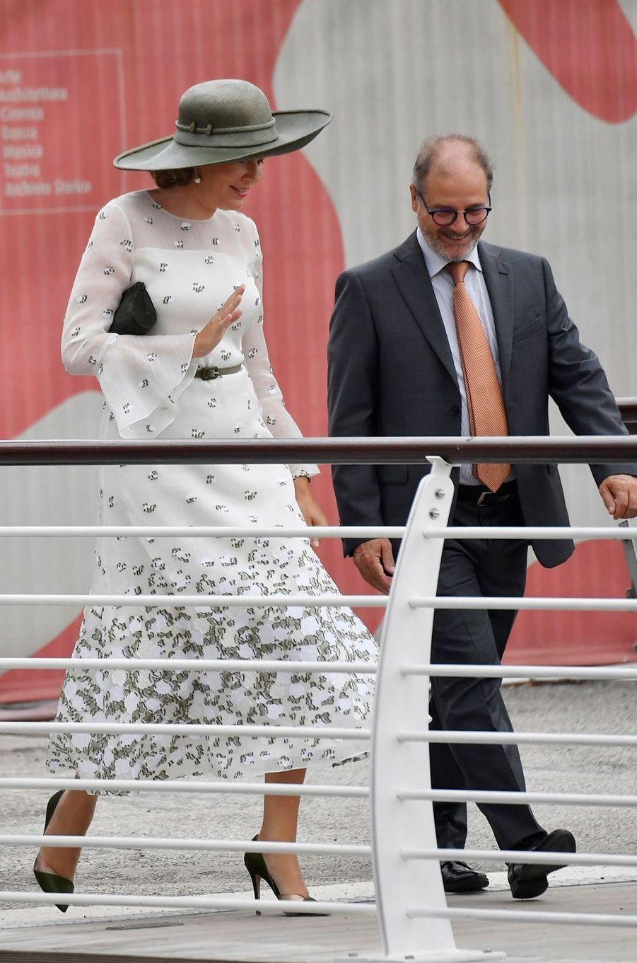 La reine des Belges Mathilde à son arrivée à l'aéroport de Venise, le 6 septembre 2019