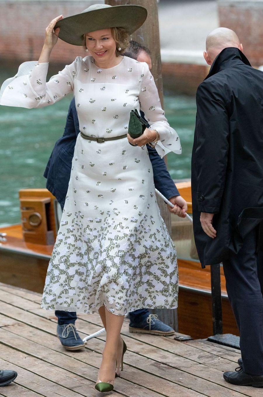 La reine des Belges Mathilde face au vent à Venise, le 6 septembre 2019