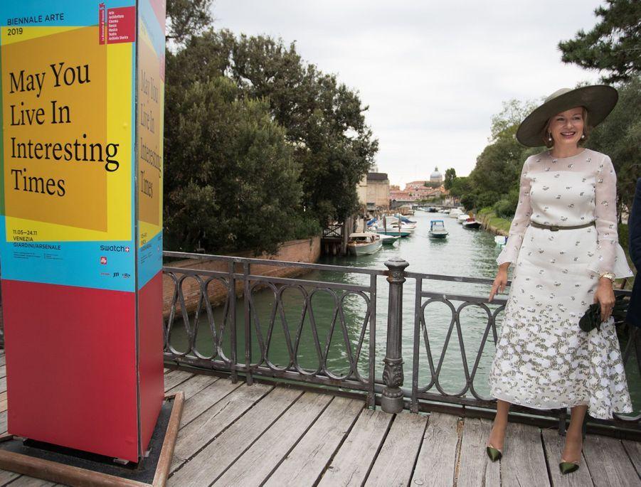 La reine des Belges Mathilde dans une robe Natan à Venise, le 6 septembre 2019
