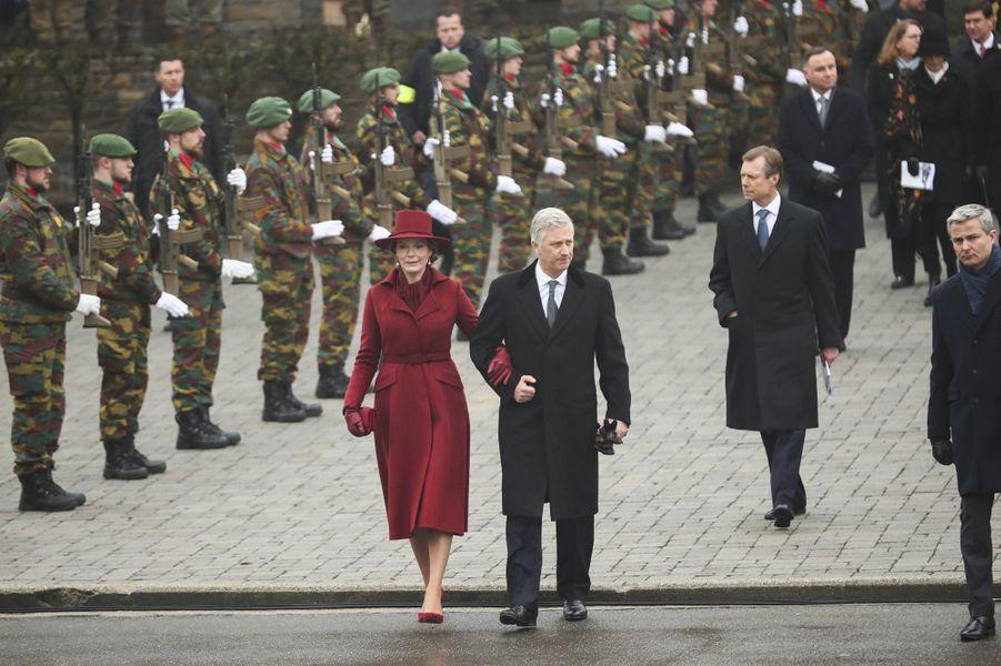 La reine Mathilde et le roi des Belges Philippe avec le grand-duc Henri de Luxembourg à Bastogne en Belgique, le 16 décembre 2019