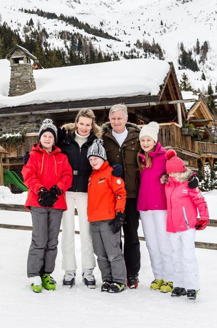 La reine Mathilde avec le roi Philippe de Belgique et leurs enfants à Verbier, le 8 février 2016