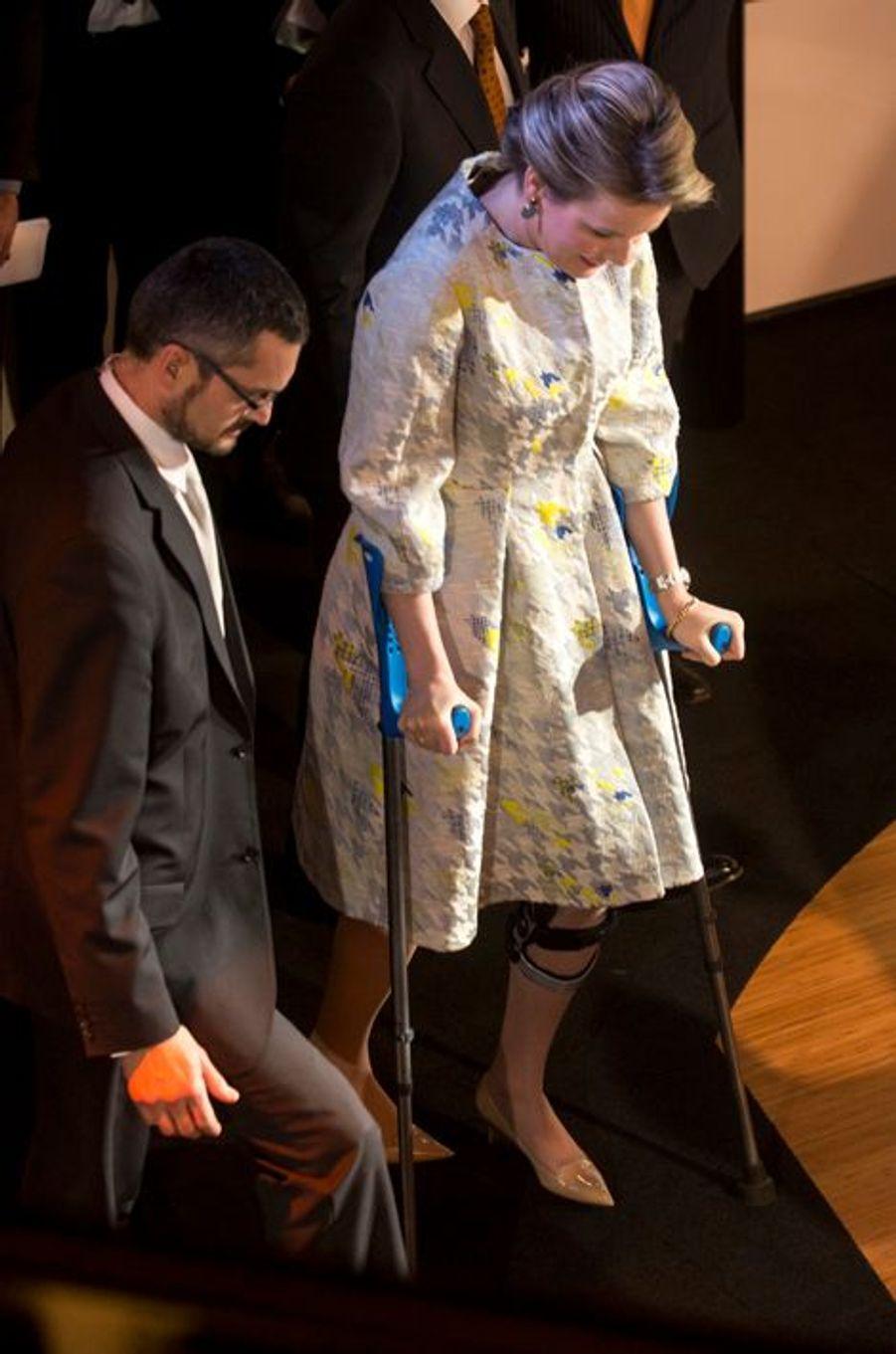 La reine Mathilde de Belgique visite les studios de la RTBF à Bruxelles, le 19 mars 2015