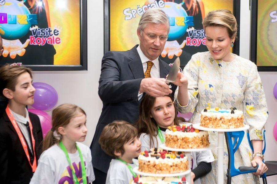 La reine Mathilde et le roi Philippe de Belgique dans les studios de la RTBF à Bruxelles, le 19 mars 2015