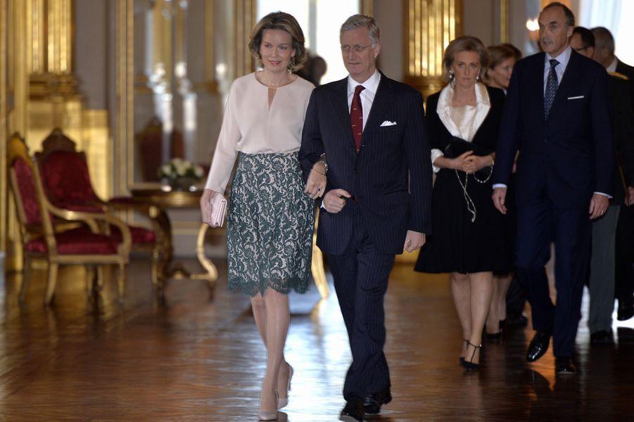 La reine Mathilde et le roi Philippe de Belgique avec la princesse Astrid et le prince Lorenz au Palais royal à Bruxelles, le 28 janvier 2016