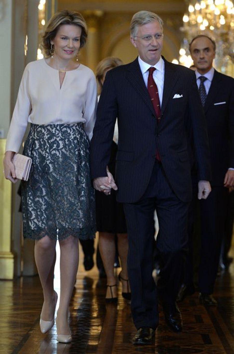 La reine Mathilde et le roi Philippe de Belgique avec le prince Lorenz au Palais royal à Bruxelles, le 28 janvier 2016