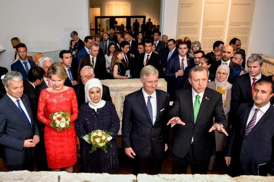 La reine Mathilde et le roi Philippe de Belgique avec le président turc et sa femme au Bozar à Bruxelles, le 6 octobre 2015