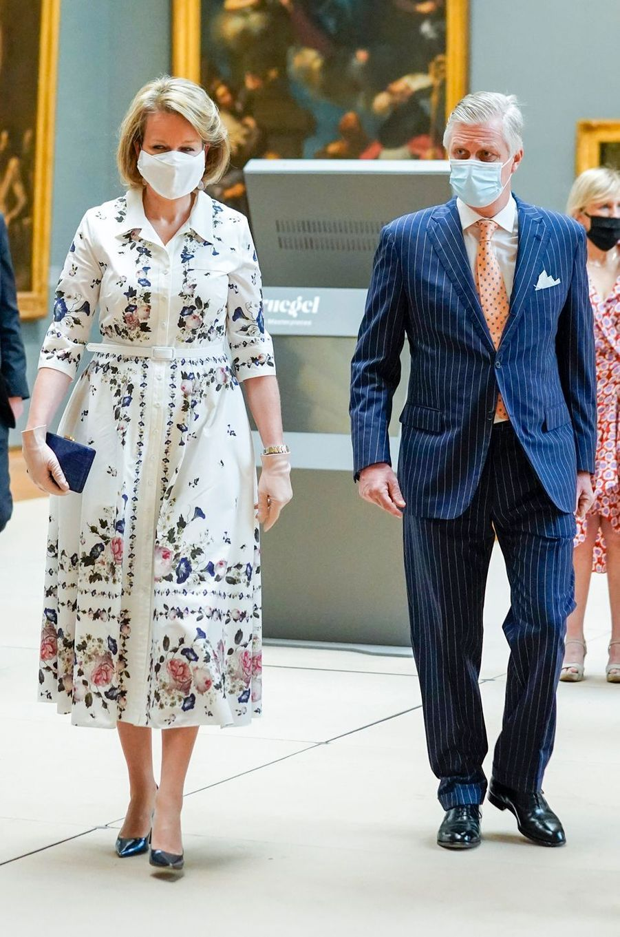 La reine Mathilde, en Erdem, et le roi des Belges Philippe au Musée Old Masters à Bruxelles, le 19 mai 2020