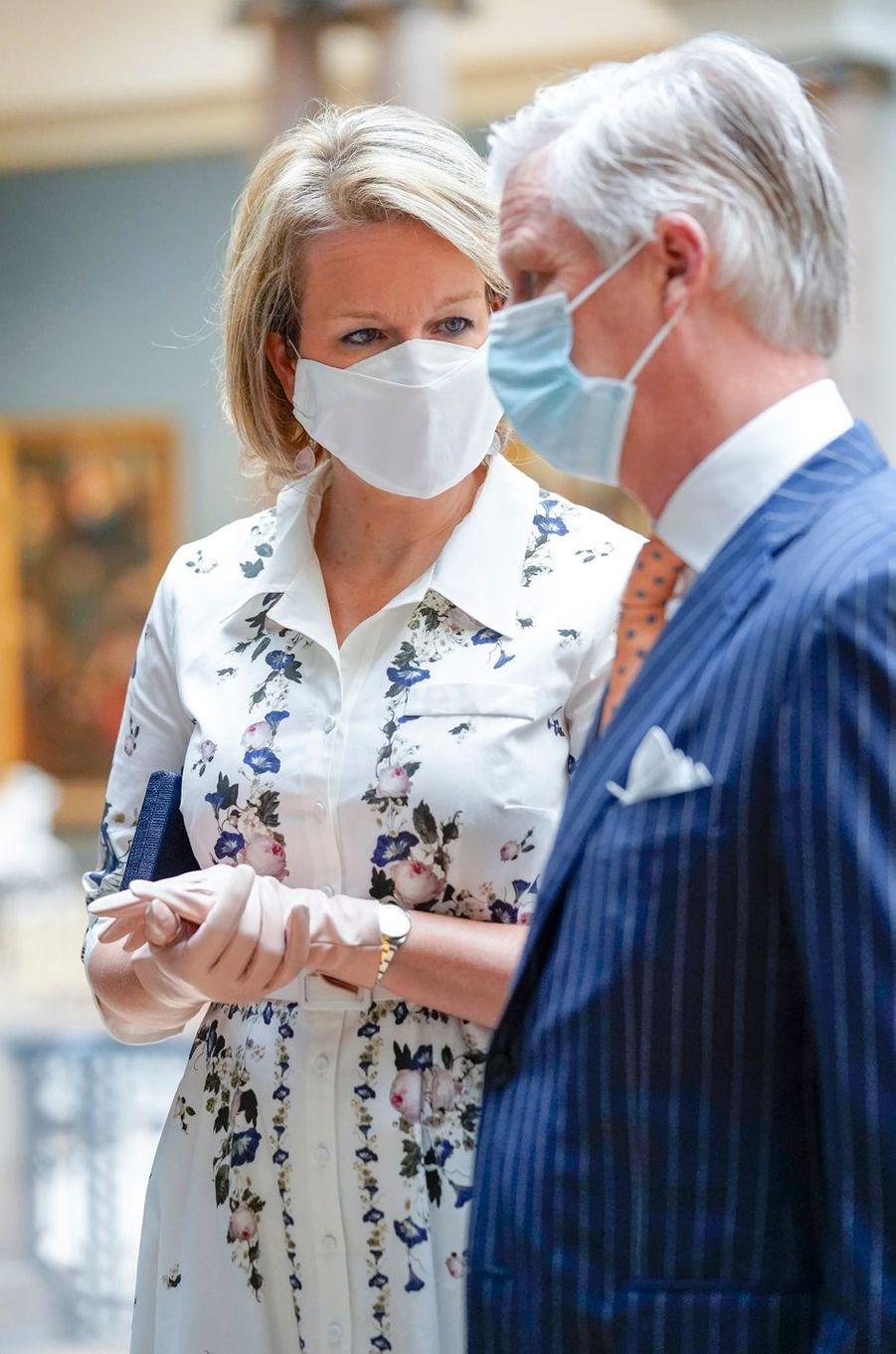 La reine Mathilde et le roi des Belges Philippe, masqués, au Musée Old Masters à Bruxelles, le 19 mai 2020