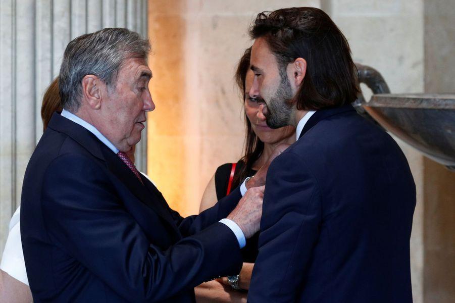 Eddy Merckx avec son petit-filsLuca Masso, joueur argentin de hockey sur gazon, à Bruxelles le 5 juillet 2019