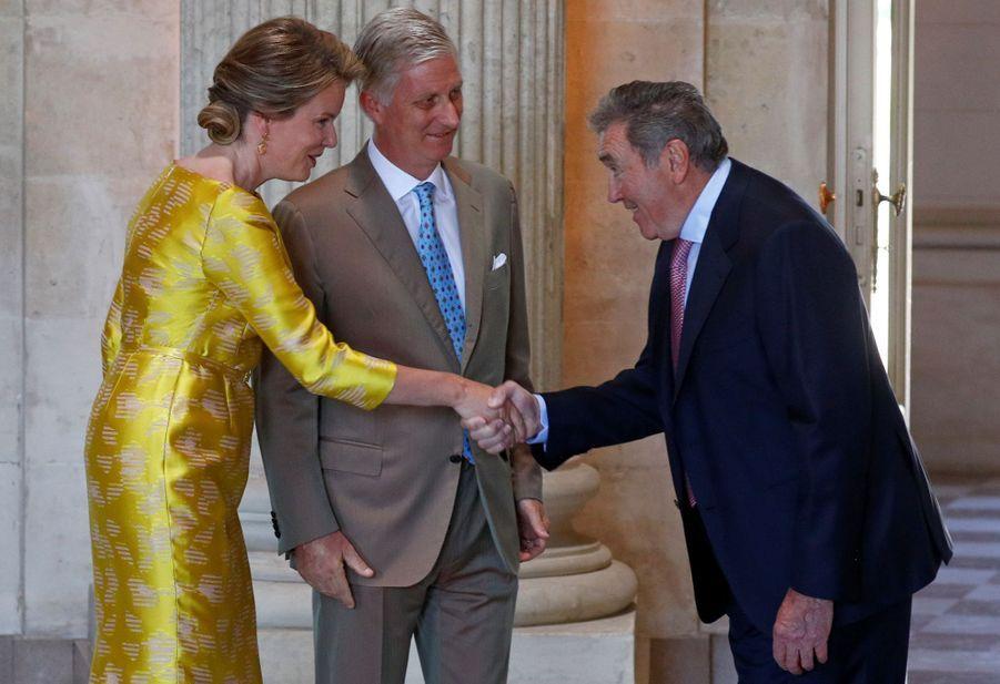 La reine Mathilde et le roi des Belges Philippe reçoivent Eddy Merckx au château de Laeken à Bruxelles, le 5 juillet 2019