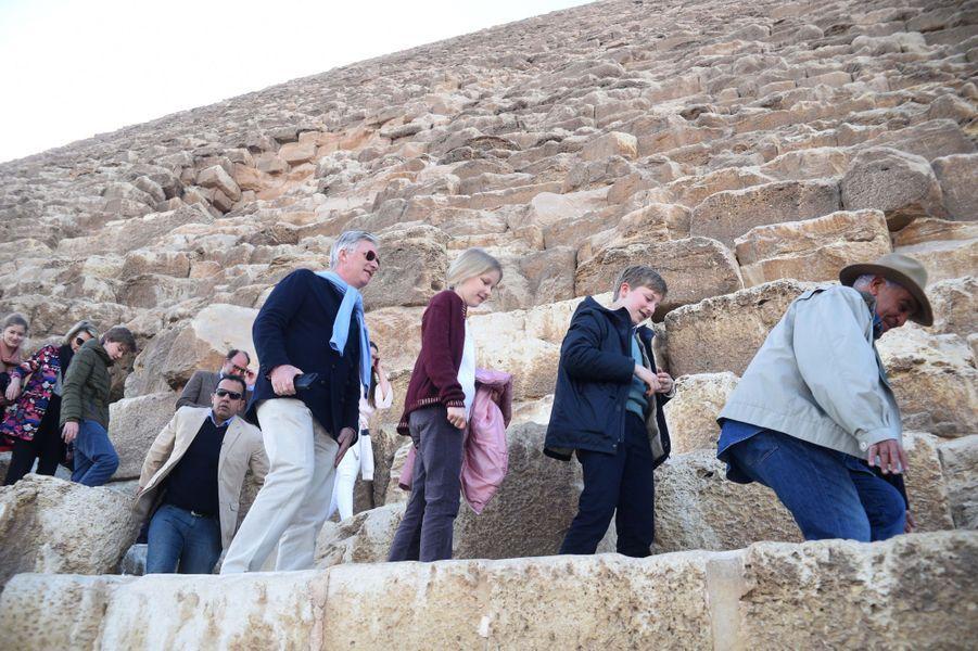 La famille royale de Belgique sur le site de Gizeh en Egypte, le 5 janvier 2019