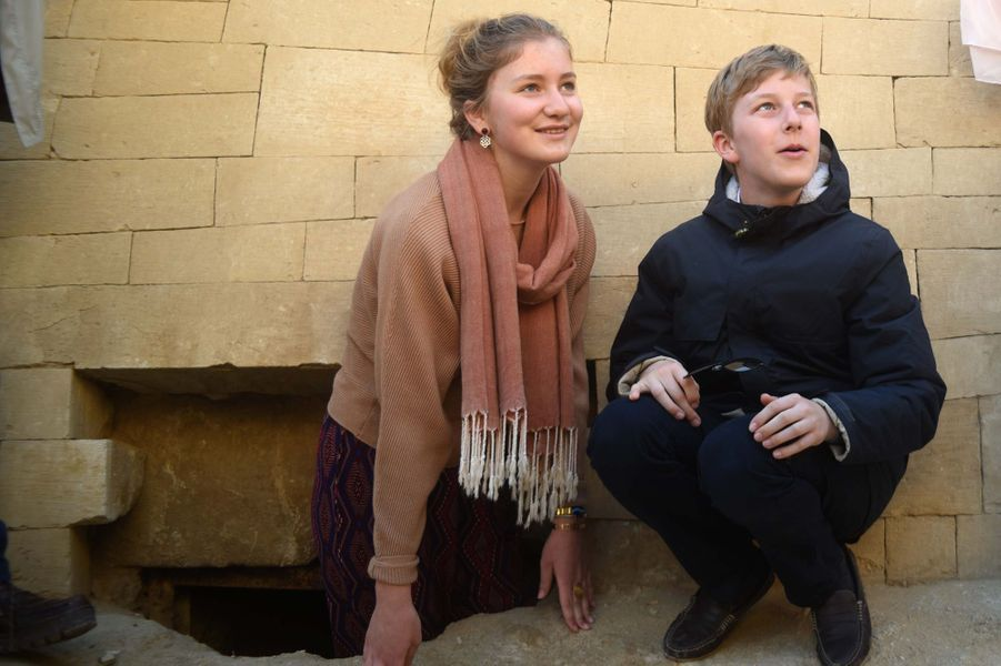 La princesse Elisabeth et le prince Emmanuel de Belgique sur le site de Gizeh en Egypte, le 5 janvier 2019