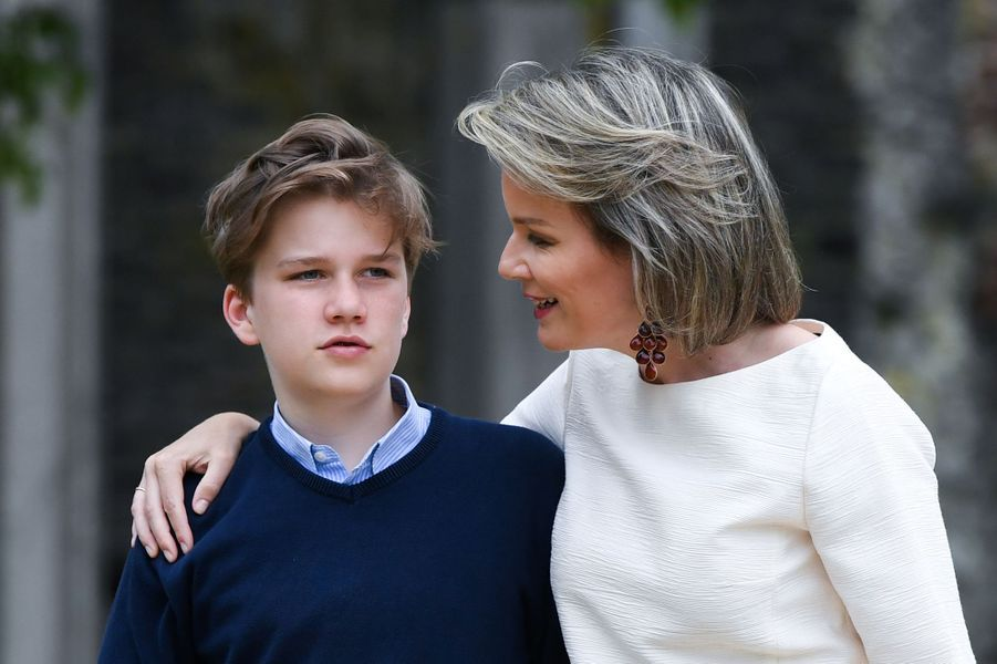 La reine Mathilde de Belgique avec le prince Gabriel à Villers-la-Ville, le 24 juin 2018