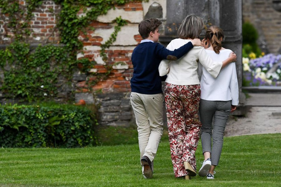 La reine Mathilde de Belgique avec la princesse Elisabeth et le prince Gabriel à Villers-la-Ville, le 24 juin 2018
