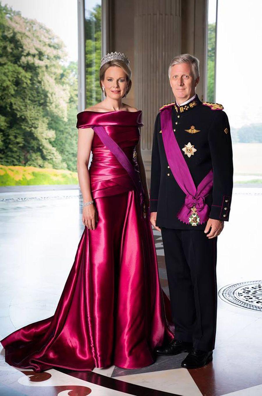 Nouveau portrait officiel de la reine des Belges Mathilde et du roi des Belges Philippe, dévoilé le 15 novembre 2018
