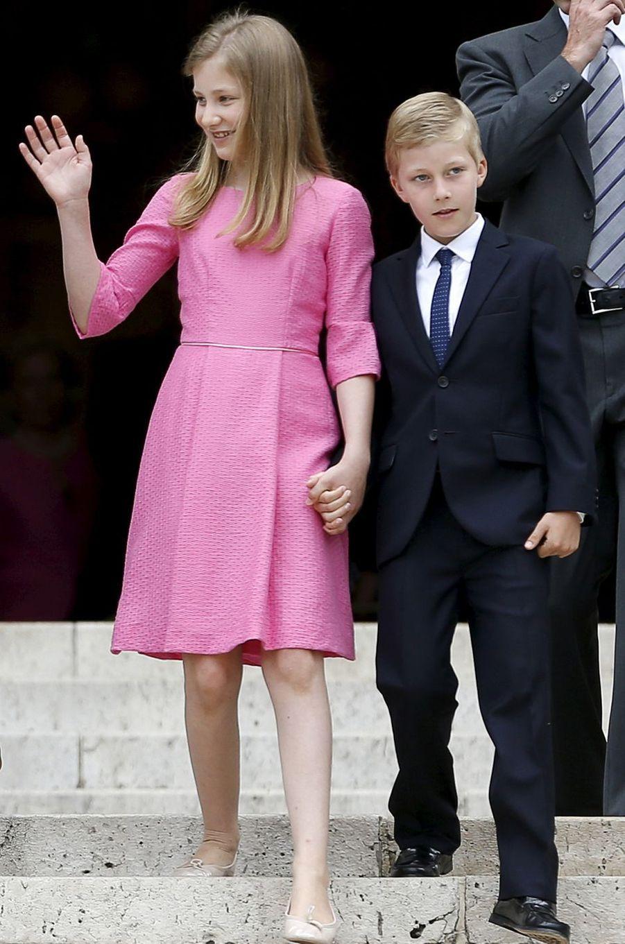 Le prince Emmanuel de Belgique avec sa grande soeur la princesse Elisabeth, le 21 juillet 2015