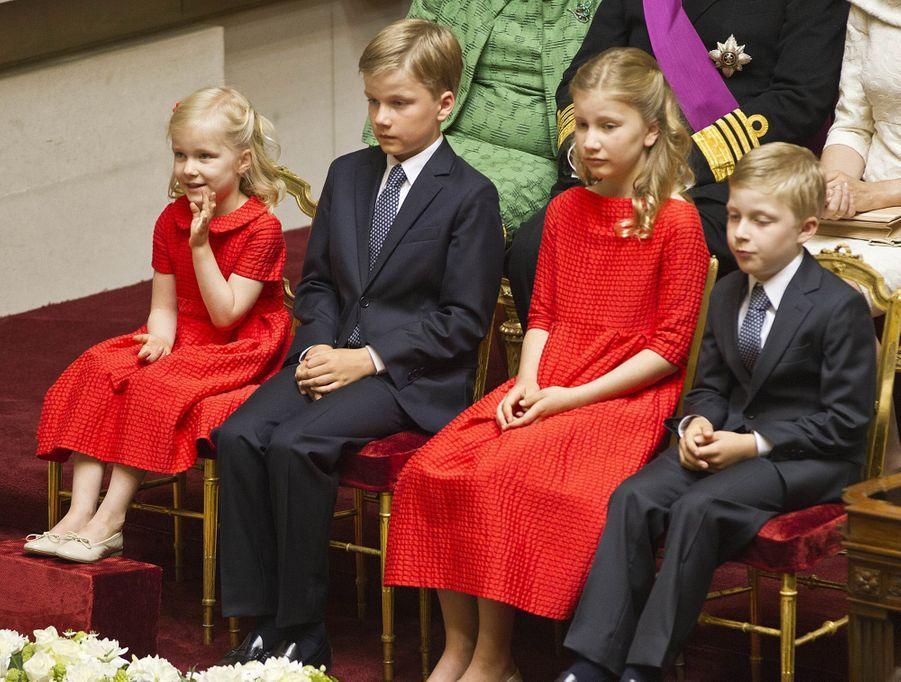 Le prince Emmanuel de Belgique avec ses sœurs et son frère, le 21 juillet 2013, jour de la montée sur le trône de leur père