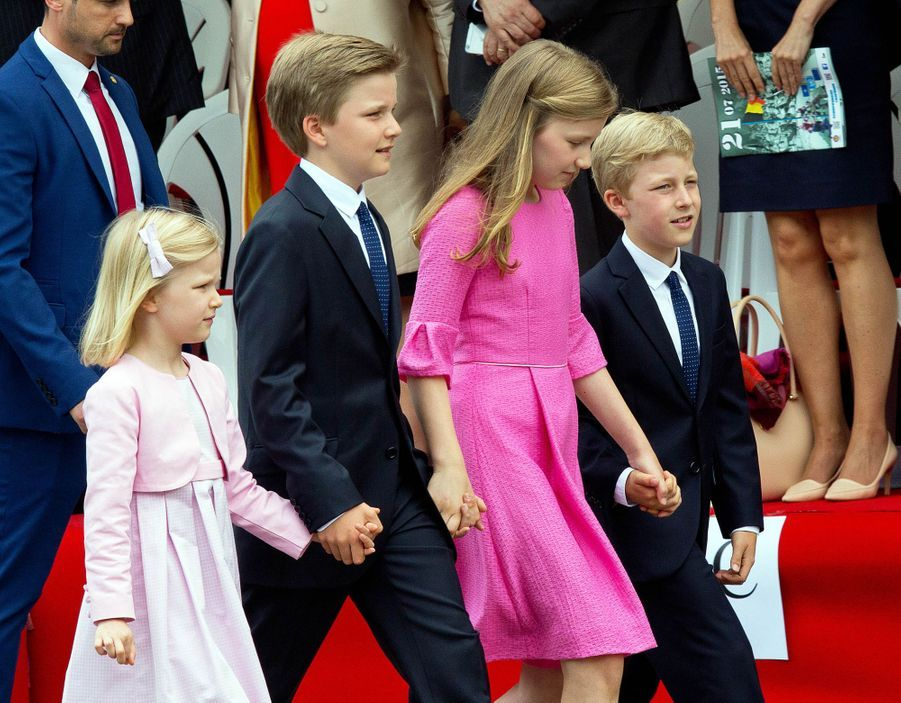 Le prince Emmanuel de Belgique avec ses sœurs et son frère, le 21 juillet 2015