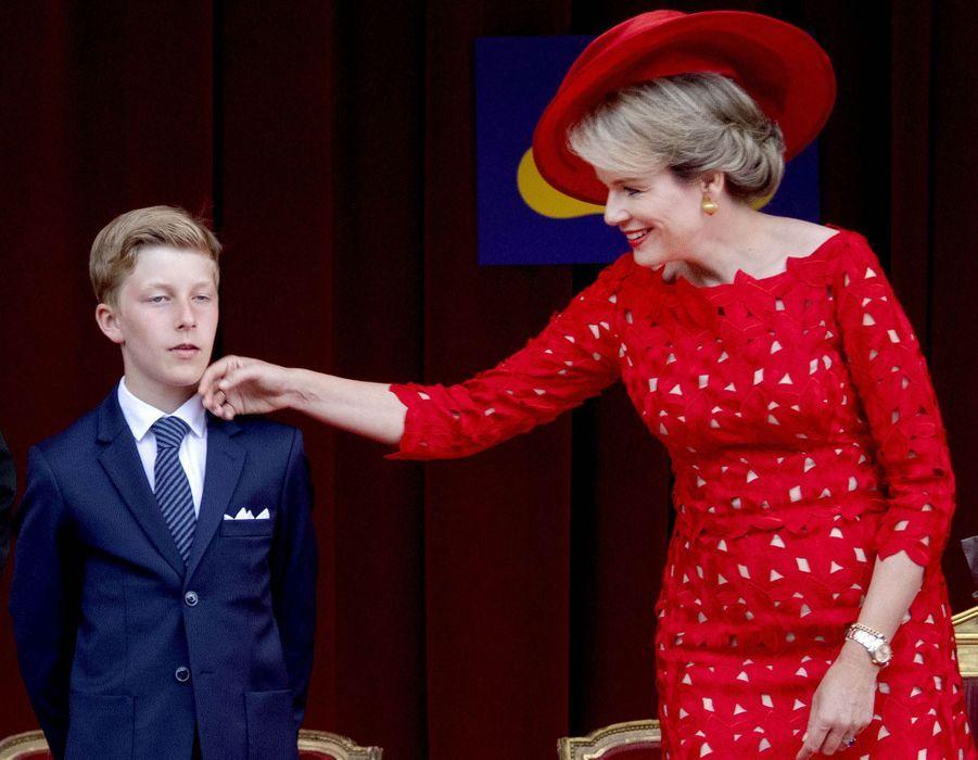 Le prince Emmanuel de Belgique avec sa mère la reine Mathilde, le 21 juillet 2018