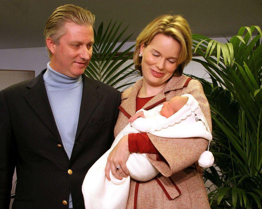Le prince Emmanuel de Belgique avec ses parents, le 10 octobre 2005