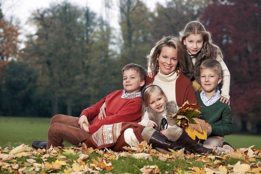 Le prince Emmanuel de Belgique avec sa mère, ses sœurs et son frère, le 14 janvier 2013