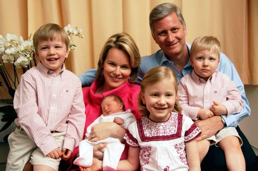 Le prince Gabriel de Belgique avec ses parents, ses soeurs et son frère, le 17 avril 2008