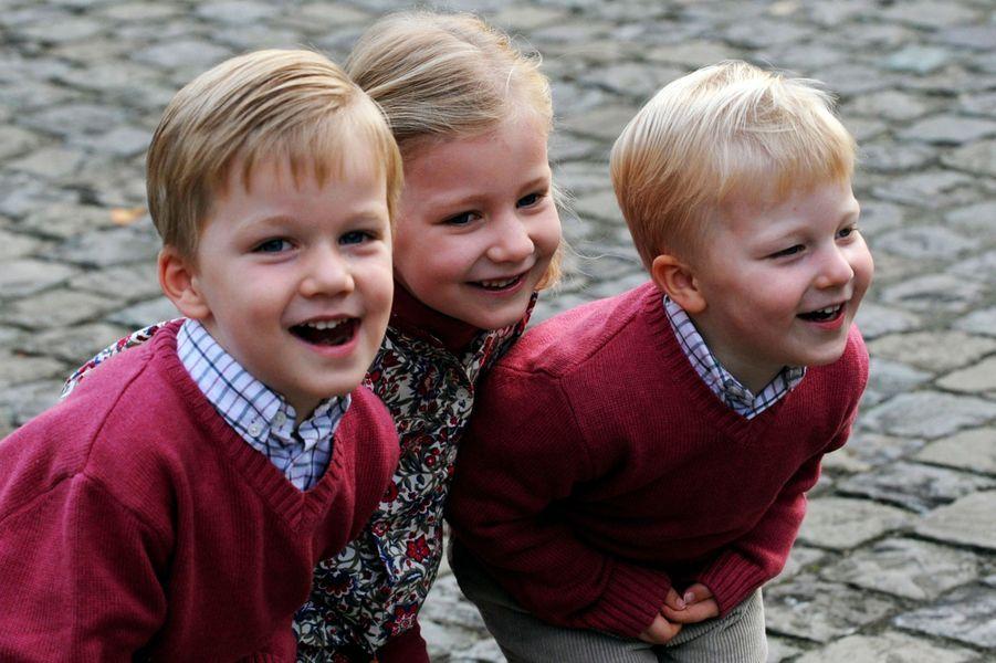 Le prince Gabriel de Belgique avec la princesse Elisabeth et le prince Emmanuel, le 2 janvier 2009
