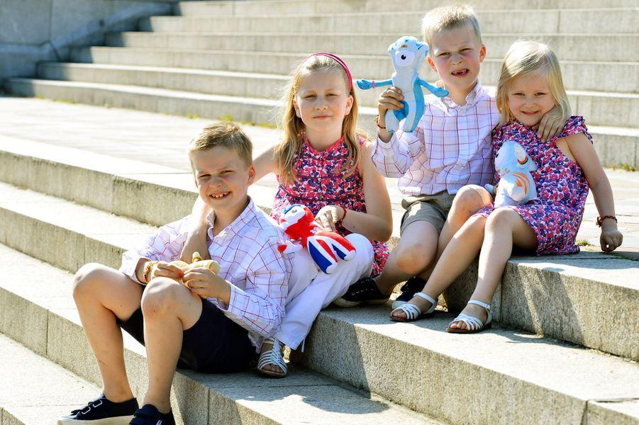 Le prince Gabriel de Belgique avec ses soeurs et son frère, le 26 juillet 2012
