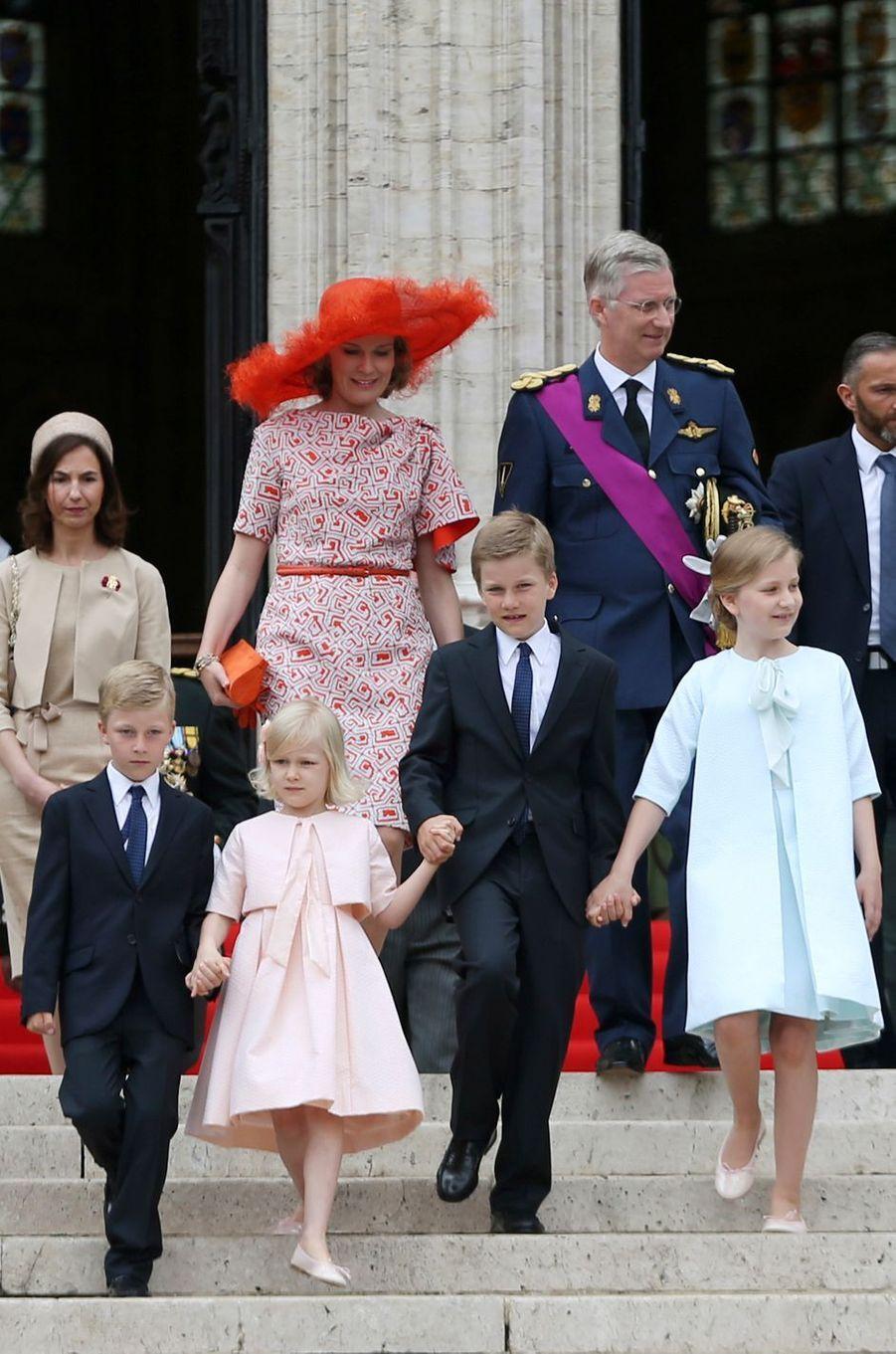 Le prince Gabriel de Belgique avec ses parents, ses soeurs et son frère, le 21 juillet 2014