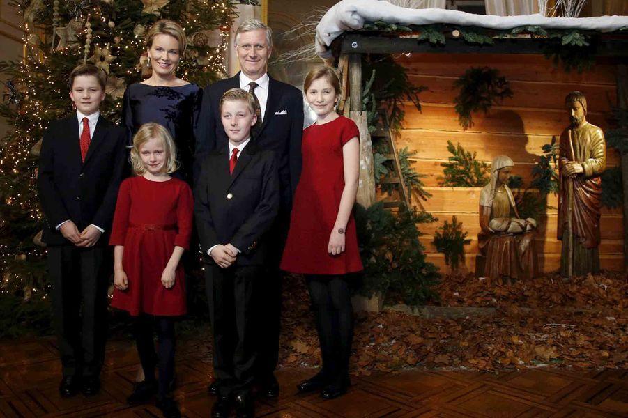 Le prince Gabriel de Belgique avec ses parents, ses soeurs et son frère, le 18 décembre 2015