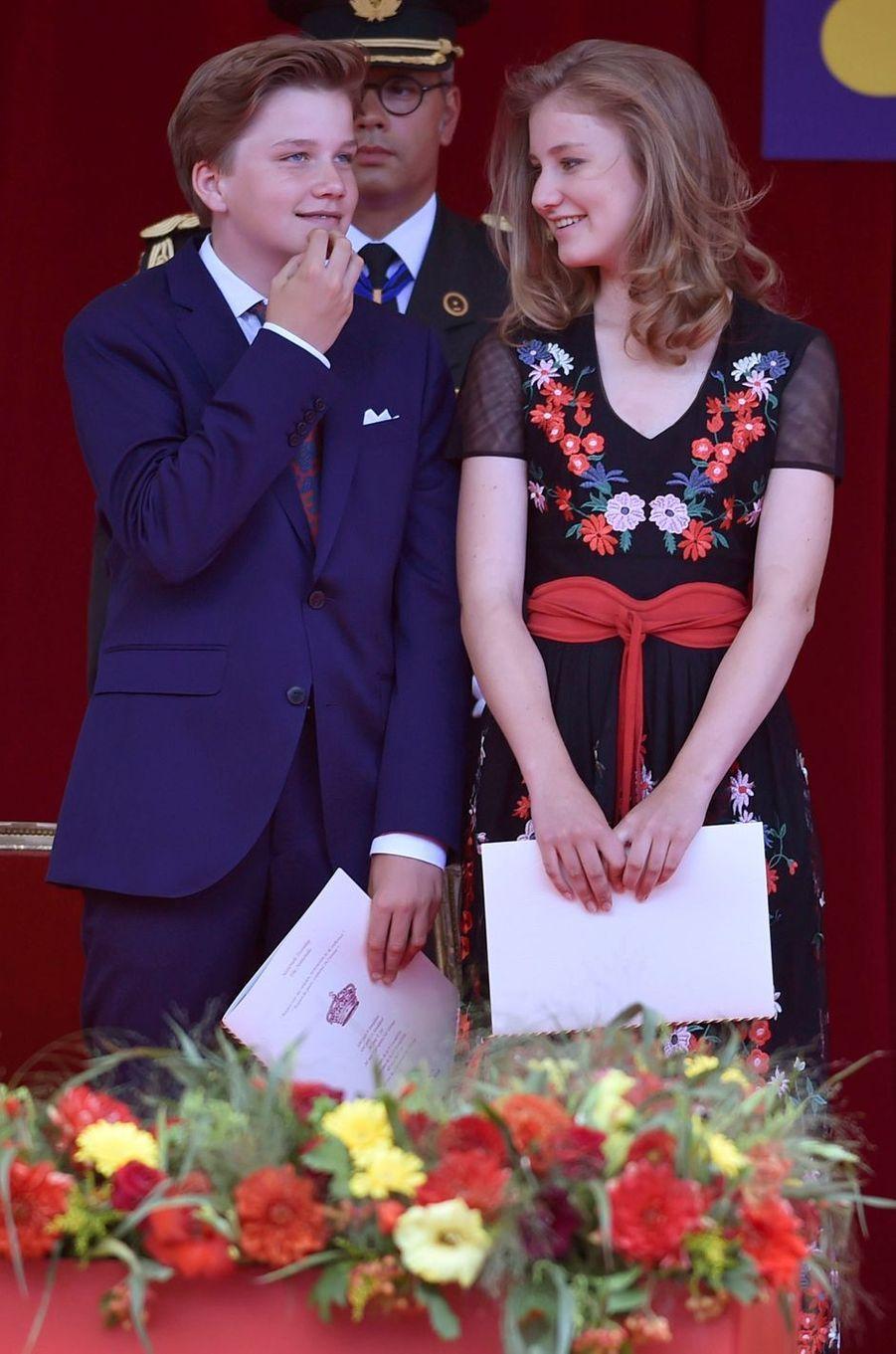 Le prince Gabriel de Belgique avec sa grande soeur la princesse Elisabeth, le 21 juillet 2018