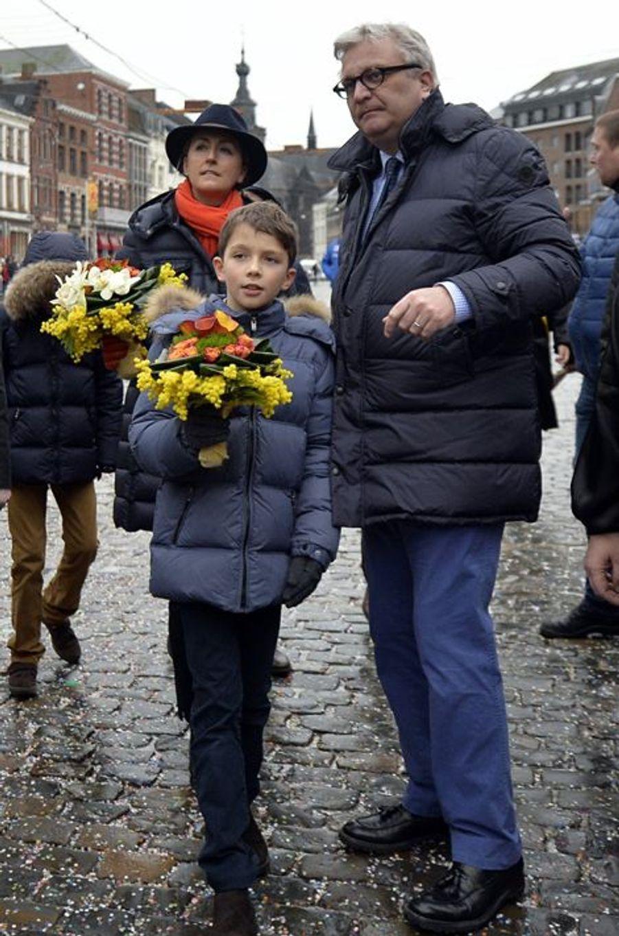Le prince Laurent de Belgique et la princesse Claire avec le prince Aymeric à Binche, le 9 février 2016