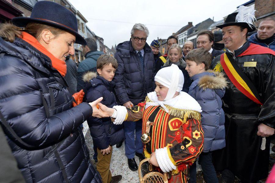 Le prince Laurent de Belgique et la princesse Claire avec leurs enfants à Binche, le 9 février 2016