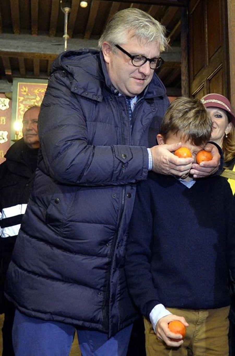 Le prince Laurent de Belgique et son fils le prince Nicolas à Binche, le 9 février 2016
