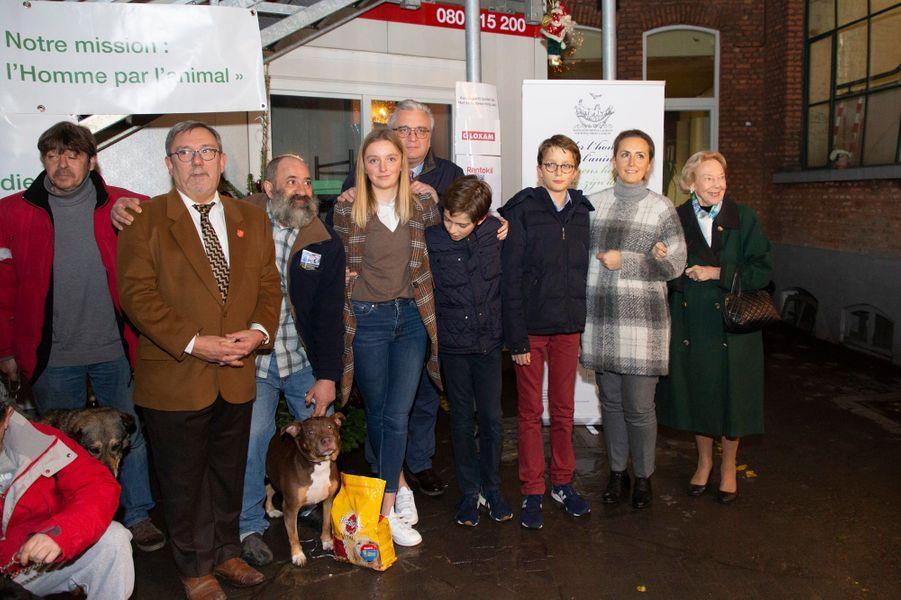 Le prince Laurent de Belgique avec la princesse Claire et leurs trois enfants à Bruxelles, le 21 décembre 2018