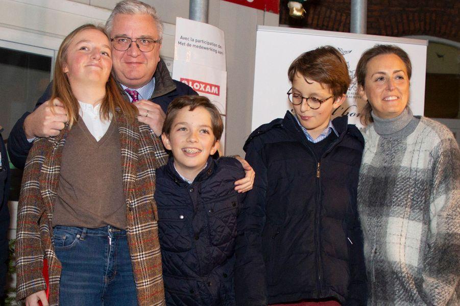 Le prince Laurent de Belgique avec la princesse Claire et leurs enfants à Bruxelles, le 21 décembre 2018