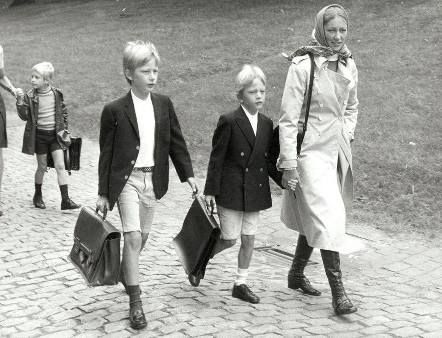 Le prince Philippe de Belgique, avec sa mère et son frère, le 1er septembre 1970