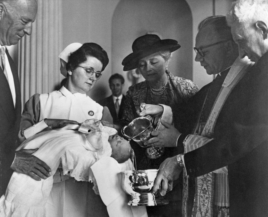 Le prince Philippe de Belgique, lors de son baptême le 17 mai 1960