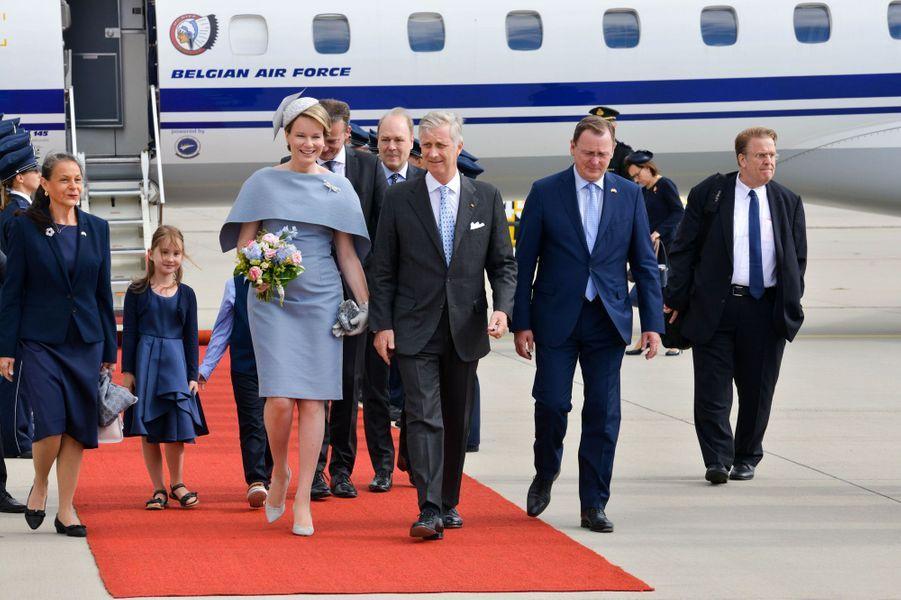 La reine Mathilde et le roi des Belges Philippe à leur arrivée à l'aéroport de Erfurt-Weimar, le 9 juillet 2019
